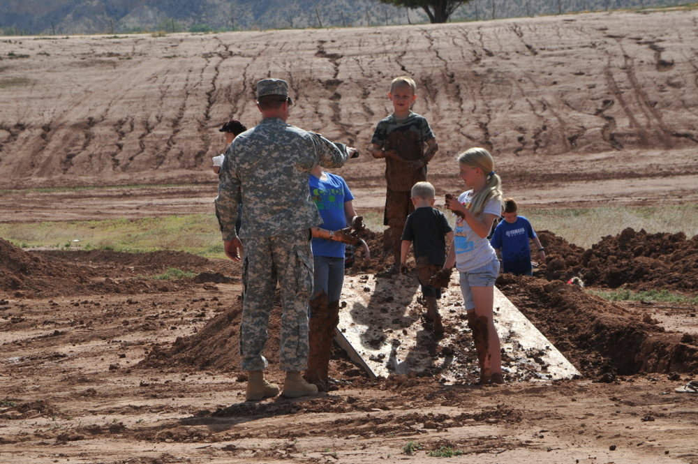 hurricane_mud_run_kid_photos2